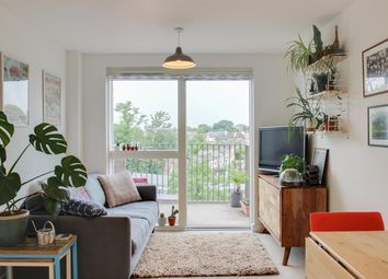 Adenmore Road, Catford, London SE6. 1 bed flat for sale