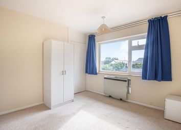 Thumbnail Flat to rent in Lightwater, Surrey