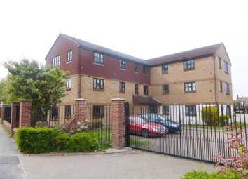 2 bed flat to rent in Lewis Road, Mitcham CR4