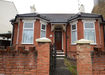 Thumbnail 4 bed bungalow to rent in Holly Road, Aldershot