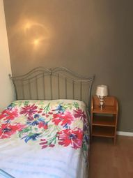 Thumbnail Room to rent in Rochelle Close, Battersea