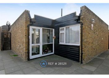 3 Bedrooms Bungalow to rent in Barker Walk, London SW16