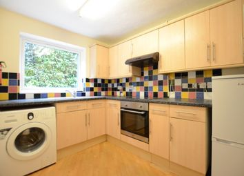 2 bed flat to rent in Yorktown Road, Sandhurst GU47