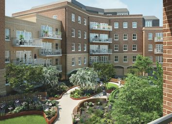 Courtyard Gardens, Oxted, Surrey RH8. 3 bed flat for sale