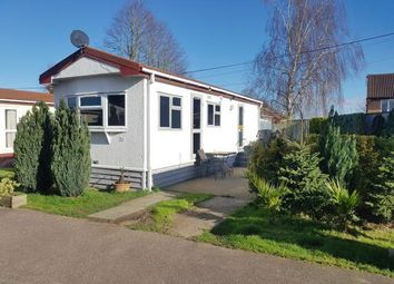 Thumbnail 1 bed mobile/park home for sale in Fosman Close, Hitchin, Hertfordshire