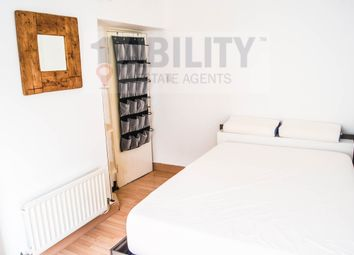 Thumbnail 2 bed flat to rent in Hankey Place, London
