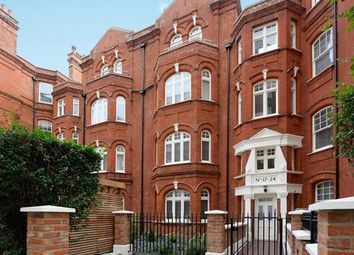 3 bed maisonette to rent in Hamlet Gardens, Hammersmith, London W6