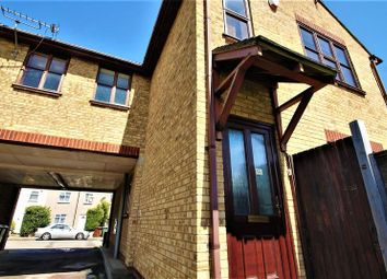 Thumbnail 1 bed flat to rent in College Road, Grays