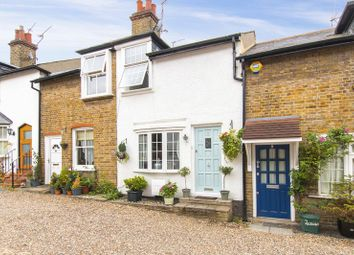 Thumbnail 2 bedroom cottage for sale in Englands Lane, Loughton
