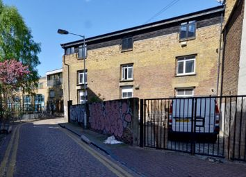 Thumbnail 3 bed flat to rent in Shacklewell Street, Shoreditch