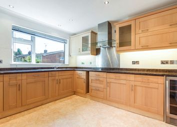 Thumbnail 2 bed flat to rent in Lyon Road, Crowthorne