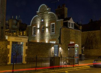 Thumbnail 3 bed property to rent in White Lion Street, Islington