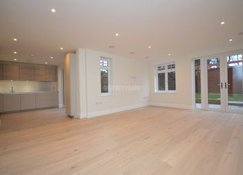 3 bed flat to rent in Millway, London NW7