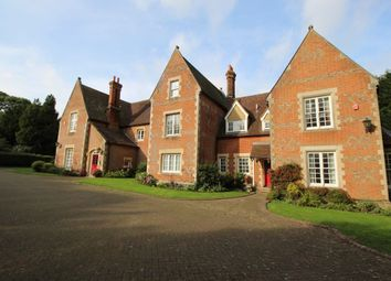 Thumbnail 3 bed flat to rent in Wrotham Road, Meopham, Gravesend