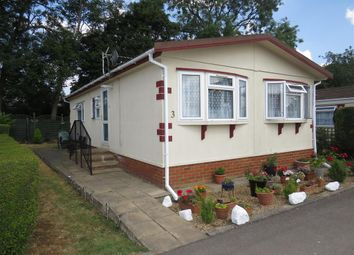 Thumbnail 2 bed mobile/park home for sale in Manor Road, Woodside, Luton