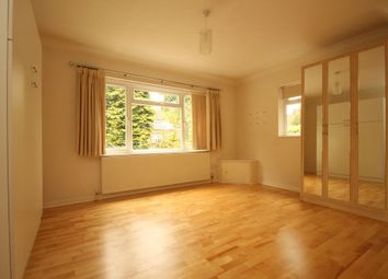 Thumbnail Studio to rent in Oakleigh Park North, London