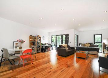 Thumbnail 3 bed flat to rent in Boleyn Road, Newington Green