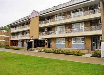 2 Bedrooms Flat to rent in Solway House, Stepney Green, London E1