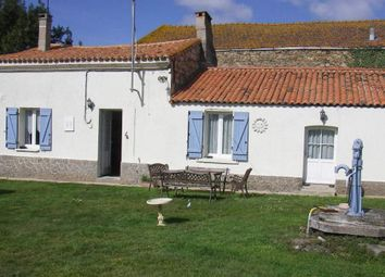 Thumbnail 1 bed country house for sale in 49700 Doué-La-Fontaine, France