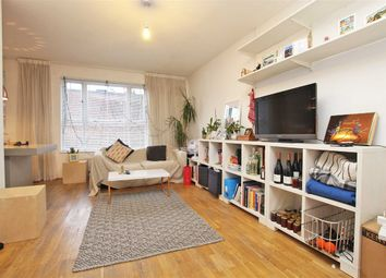 Thumbnail 1 bed flat to rent in De Beauvoir Square, London