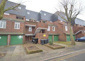 2 bed maisonette to rent in Erskine Crescent, London N17