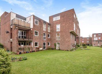 2 bed flat for sale in Lidgett Park Court, Roundhay, Leeds LS8