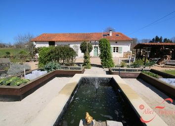 Thumbnail Farmhouse for sale in Marval, Haute-Vienne, 87440, France