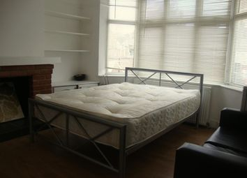 Thumbnail Room to rent in Oxford Close, London