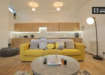 2 bed property to rent in Massie Road, London E8