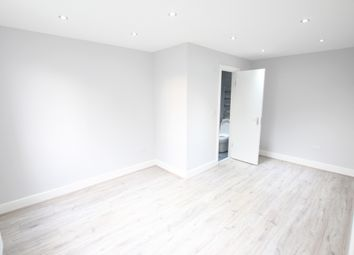 Thumbnail 6 bed terraced house to rent in Almond Grove, Brentford