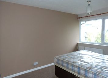 Thumbnail Room to rent in The Oaks, Bracknell, Berkshire