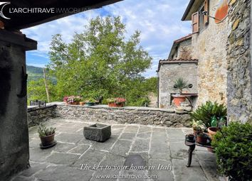 Thumbnail Town house for sale in Tuscany, Lunigiana, Bagnone