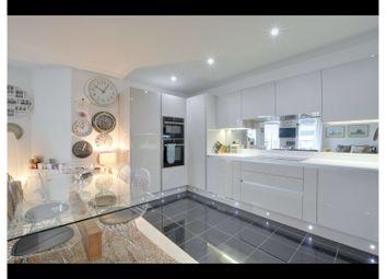 Collington Street, Greenwich SE10. 2 bed flat for sale