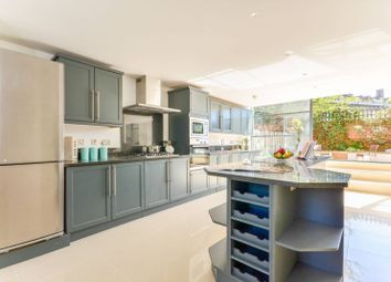 Thumbnail 4 bed flat to rent in Evershed Walk, Chiswick