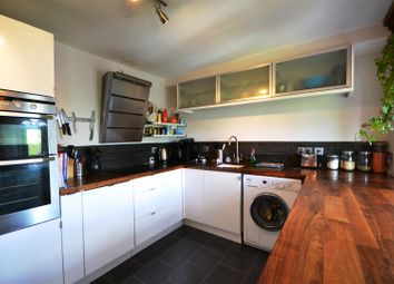 Thumbnail 3 bedroom flat to rent in Mayfield Road, Crouch End