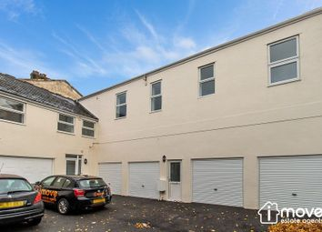 2 bed flat to rent in Victoria Road, Torquay TQ1