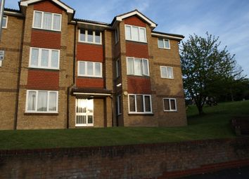 2 bed flat to rent in Chilham Close, Chatham ME4