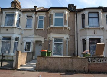 2 bed flat to rent in Meanley Road, London E12