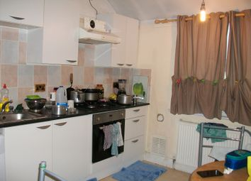 Thumbnail 2 bed flat to rent in Heath Road, Hounslow