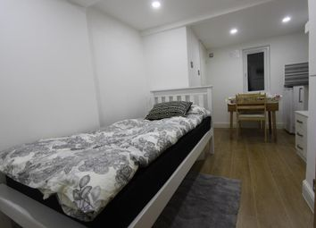 Thumbnail Studio to rent in Gipsy Road, London