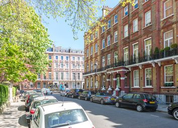 Thumbnail 3 bed flat to rent in Nevern Square, Earl's Court
