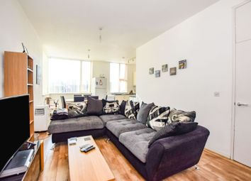 Evelyn Road, London E16. 2 bed flat