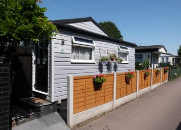 2 bed mobile/park home for sale in Lippitts Hill, Loughton IG10