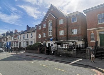 2 bed flat to rent in Phoenix House, Reading RG1