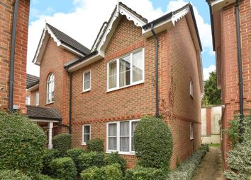 Thumbnail 2 bedroom flat to rent in Alston Gardens, Maidenhead