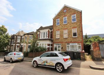 Thumbnail 3 bed flat to rent in Duckett Road, Finsbury Park