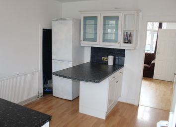 2 bed semi-detached house to rent in Applecroft Road, Luton LU2