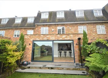 Thumbnail 5 bed town house to rent in Parkside, Buckhurst Hill