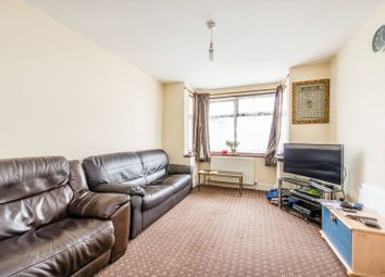 3 bed property for sale in Rosslyn Avenue, Feltham TW14