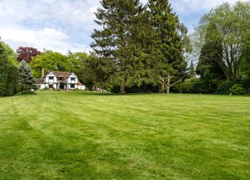 Wolfs Hill, Oxted, Surrey RH8. 4 bed detached house